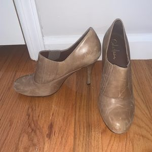 Cole Hann tan leather pumps
